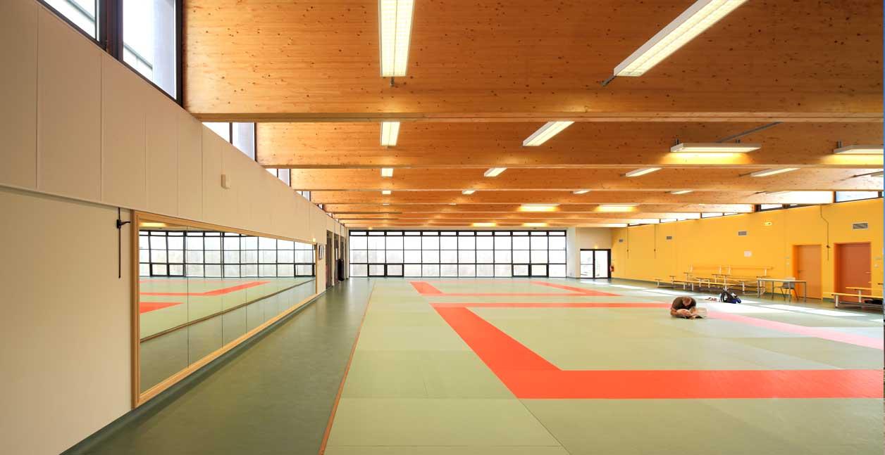 Stade et centre sportif bertrand penneron for Centre sportif claude robillard piscine
