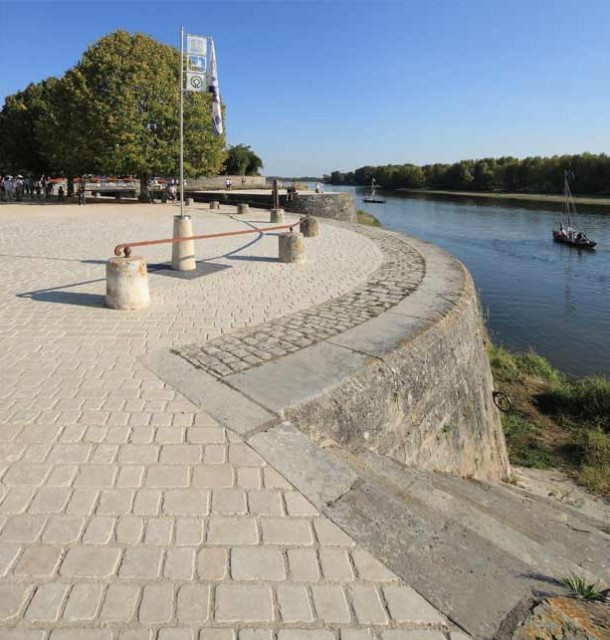 Espaces publics au bord du canal d'Orléans, architecte Bertrand Penneron