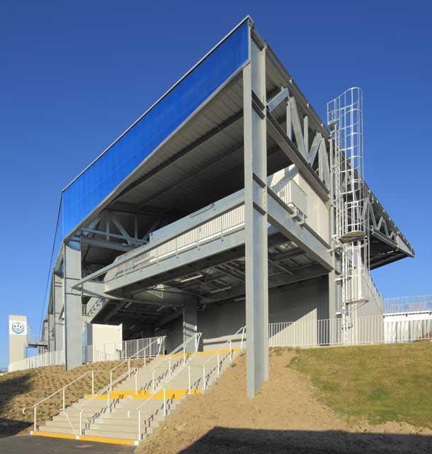Construction d'une tribune modulaire couverte de 4 990 places et sécurisation du stade, architecte Bertrand Penneron